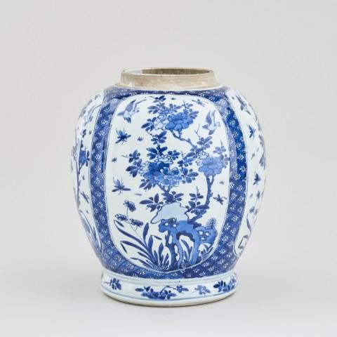 A CHINESE KANGXI BLUE AND WHITE JAR, Kangxi (1662 - 1722)