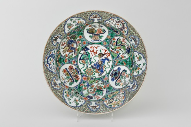 A LARGE AND FINE FAMILLE VERTE DISH, Kangxi (1662 – 1722)
