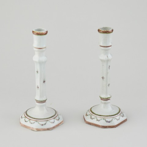 A PAIR OF CHINESE FAMILLE ROSE CANDLESTICKS, Qianlong (1736 - 1795)