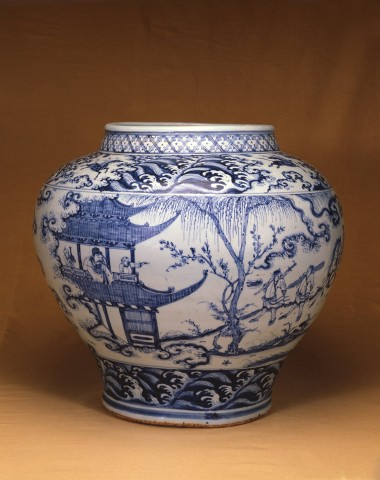 AN EXTREMELY FINE AND RARE BLUE AND WHITE JAR, GUAN, Circa 1500