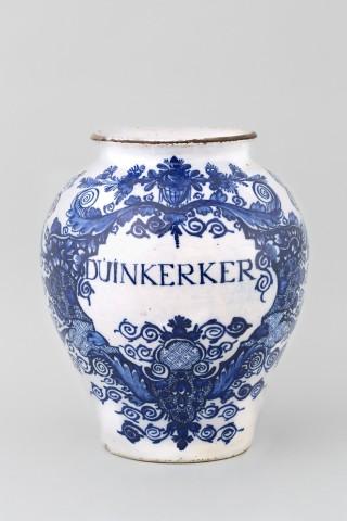 AN ANTIQUE DUTCH DELFT JAR, 18th century