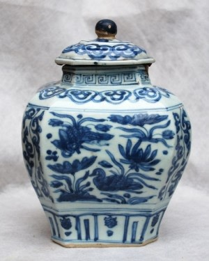 A CHINESE BLUE AND WHITE HEXAGONAL MIN YAO JAR, JIAJING
