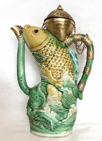 A RARE MING SANCAI GLAZED CARP EWER, 17th century