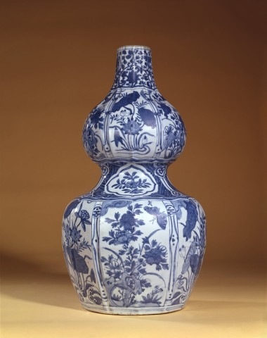 A CHINESE DOUBLE GOURD VASE, First half of 17th century