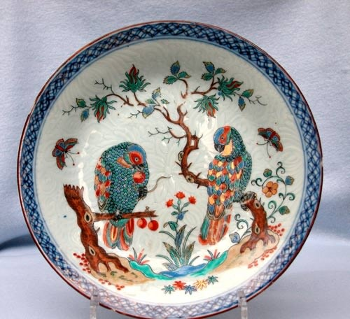 A SUPERB PAIR OF CHINESE DUTCH DECORATED PLATES, 1710 - 1725