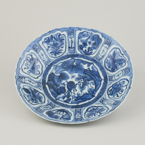 A FINE BLUE AND WHITE 'KRAAK PORCELEIN' DISH, 1595-1610