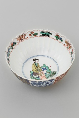 A CHINESE FAMILLE VERTE BOWL, Kangxi (1662-1722)