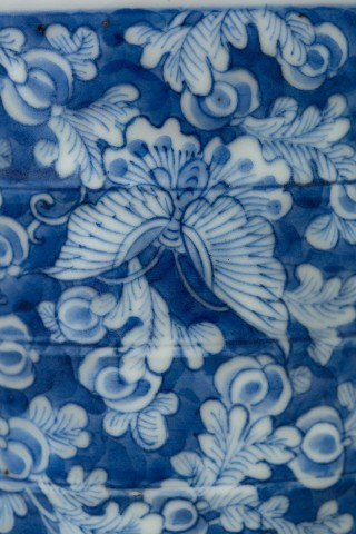 A CHINESE BLUE AND WHITE KANGXI CYLINDRICAL JAR AND COVER, Kangxi (1662-1722)