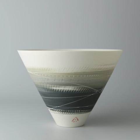 Ali Tomlin, V Bowl - Olive and Black