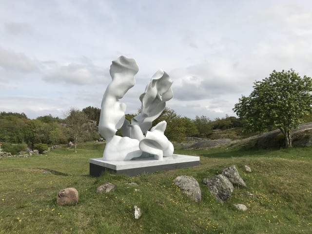 Helaine Blumenfeld  Taking Risks  Carrara marble in four parts  343 x 305 x 230cm