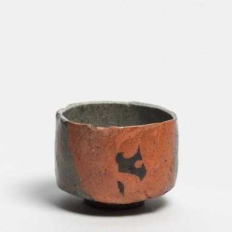 Kei Tanimoto, #020164  Bemalte rote Raku Teeschale (iga aka-raku tetsue chawan), Iga-Typ, 2013