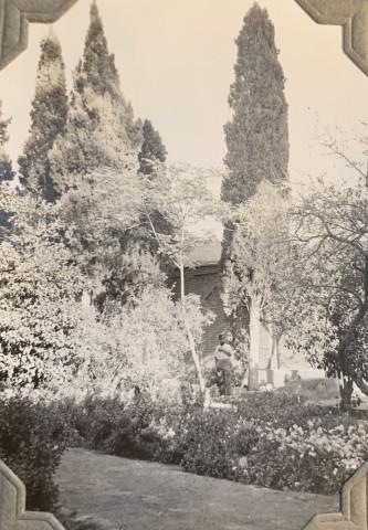 John Drinkwater, The čehel-tan (forty-men) cemetery in Shiraz, 1934