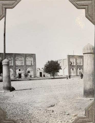 John Drinkwater, The Maydān-e-Shah polo goal posts, 1934