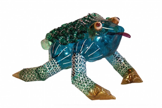 <div class=&#34;artist&#34;><strong>Edgardo Rodriguez</strong></div><div class=&#34;title&#34;><em>Frog Blue</em>, 2014</div><div class=&#34;medium&#34;>recycled plastic bottles</div>