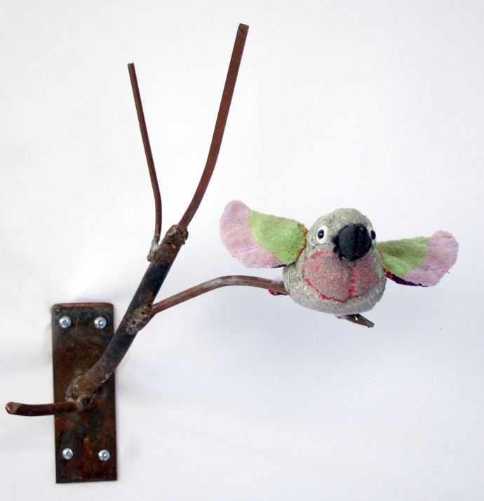 <div class=&#34;artist&#34;><strong>Ross Bonfanti</strong></div><div class=&#34;title&#34;><em>Hummingbird</em>, 2014</div><div class=&#34;medium&#34;>Concrete, toy parts, and steel</div><div class=&#34;dimensions&#34;>16 x 12 x 12 in</div>
