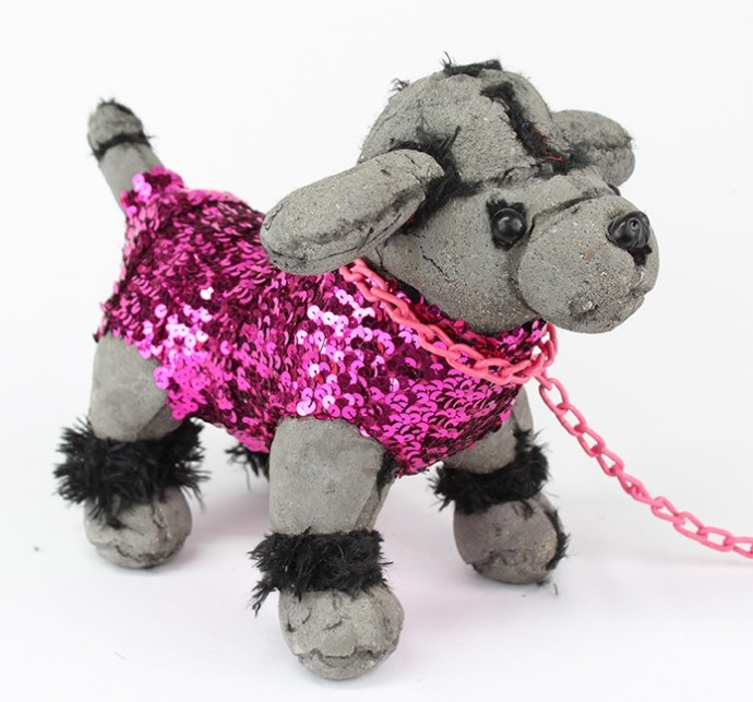 <div class=&#34;artist&#34;><strong>Ross Bonfanti</strong></div><div class=&#34;title&#34;><i>Poodle</i><span>, 2016</span><br /><span>concrete, toy parts, enamel, steel chain</span><br /><span>25.4 x 35.6 x 17.8 cm</span><br /><span>10 x 14 x 7 in</span></div>