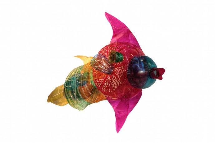 <div class=&#34;artist&#34;><strong>Edgardo Rodriguez</strong></div><div class=&#34;title&#34;><em>Fish</em>, 2014</div><div class=&#34;medium&#34;>recycled plastic bottles</div>