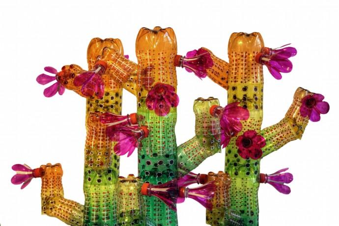 <div class=&#34;artist&#34;><strong>Edgardo Rodriguez</strong></div><div class=&#34;title&#34;><em>Cactus</em>, 2014</div><div class=&#34;medium&#34;>recycled plastic bottles</div>