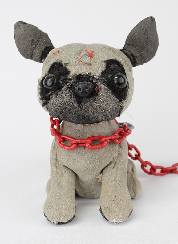 <div class=&#34;artist&#34;><strong>Ross Bonfanti</strong></div><div class=&#34;title&#34;><em>Pug</em>, 2016</div><div class=&#34;medium&#34;><span>concrete, toy parts, enamel, steel chain</span><br /><span>20.3 x 15.2 x 17.8 cm</span><br /><span>8 x 6 x 7 in</span></div>