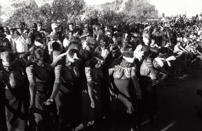 <p>Juno Gemes&#160;<em>Mutijulu Women</em>&#160;1985</p>
