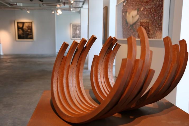 """<span class=""""artist""""><strong>Bernar Venet</strong></span>, <span class=""""title""""><em>218.5° Arc x 13</em>, 2008</span>"""