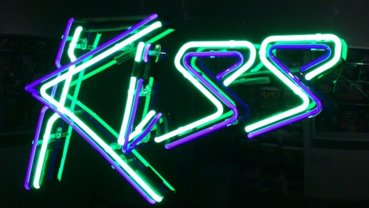 Kiss (Green and Blue)