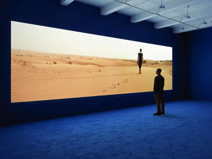 Isaac Julien. PLAYTIME, 2013. Vista da instalação, Metro Pictures, New York, 2013. Cortesia do artista e Metro Pictures, New York. Fotografia de Genevieve Hanson