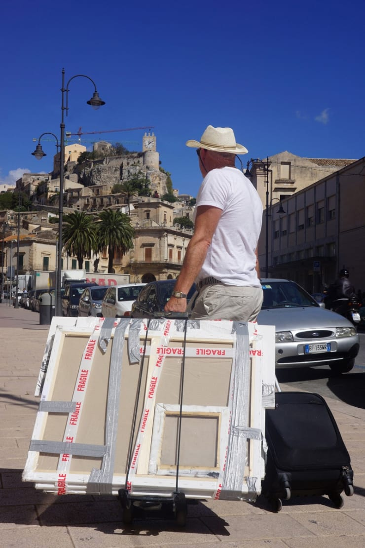 2013 10 08 Gerard Byrne Plein Air Painting Modica Sicily Photo Credit Agata Byrne 1
