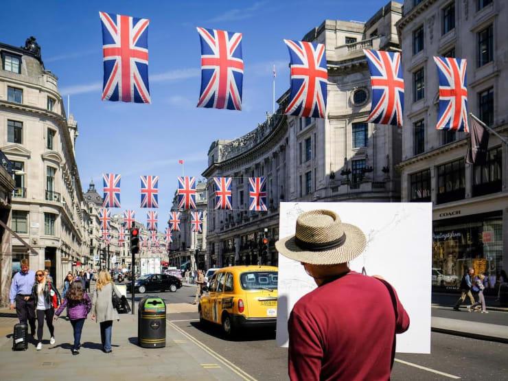 2018 05 14 Gerard Byrne Painting En Plein Air Regent Street London Photo Credit Ray Tsang