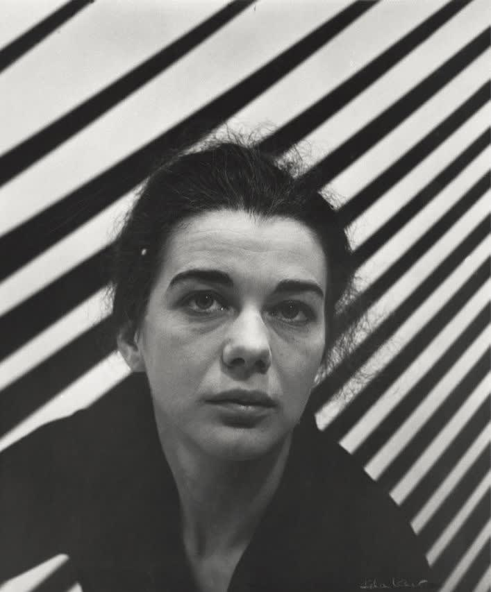 Bridget Riley, 1963. Photo by Ida Kar. © National Portrait Gallery, London.