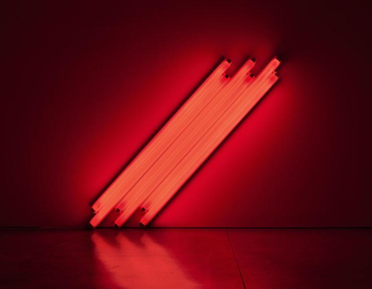 """Fotografía cedida por Zeit Contemporary Art donde se aprecia la obra """"Sin título - A V. Mayakovsky"""" (1987) del artista estadounidense Dan Flavin que forma parte de la exhibición """"Minimal Means: Concrete Inventions in the US, Brazil and Spain"""" en la que pueden verse obras de un total de 17 artistas estadounidenses, brasileños y españoles de la década de los 50 y los 60. EFE/Zeit Contemporary Art"""