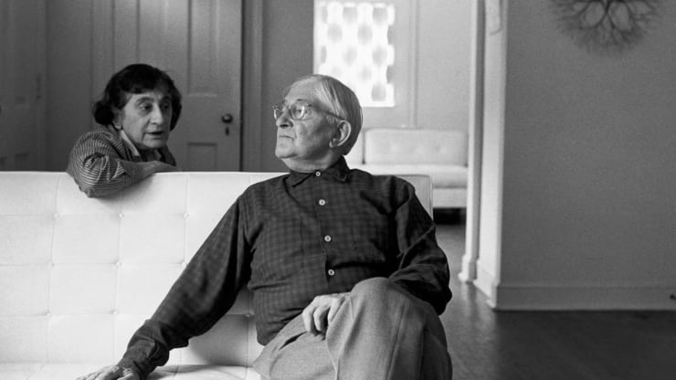 Anni and Josef Albers photographed at home by Henri Cartier-Bresson in 1968. Photo © Henri Cartier-Bresson / Magnum Photos