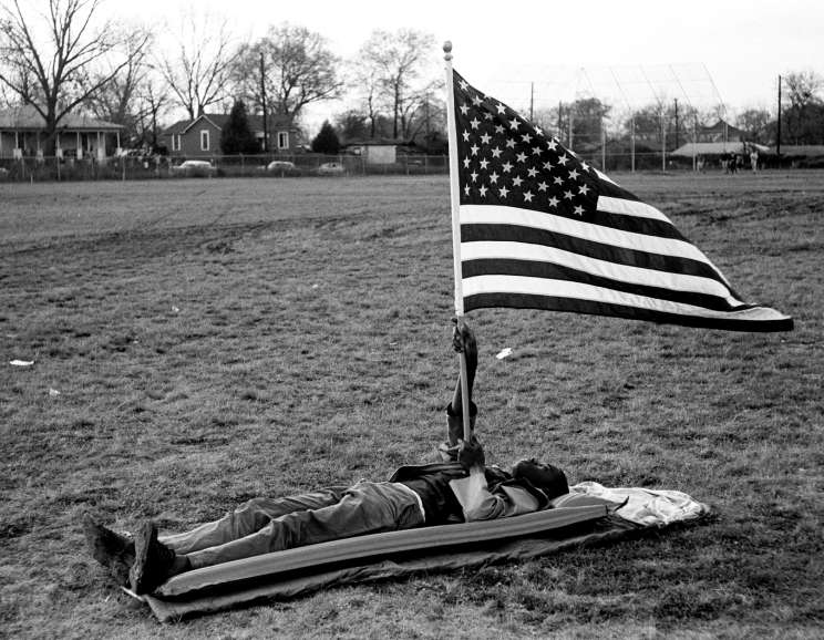 Steve Schapiro - Boy With the Flag on Ground