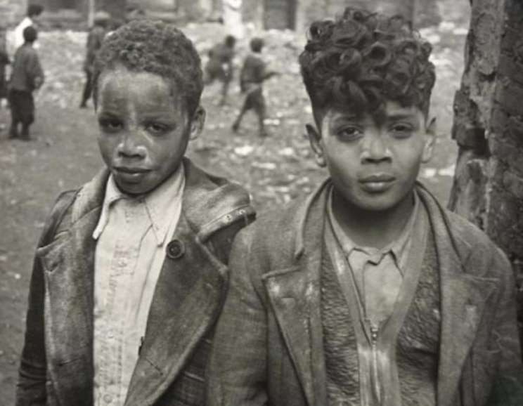 Helen Levitt - New York (two boys covered with white powder)