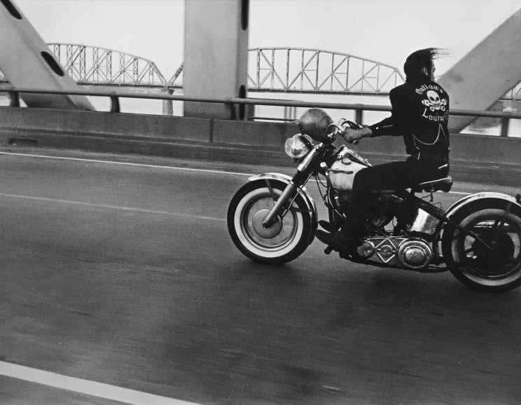 Danny Lyon - Crossing the Ohio, Louisville
