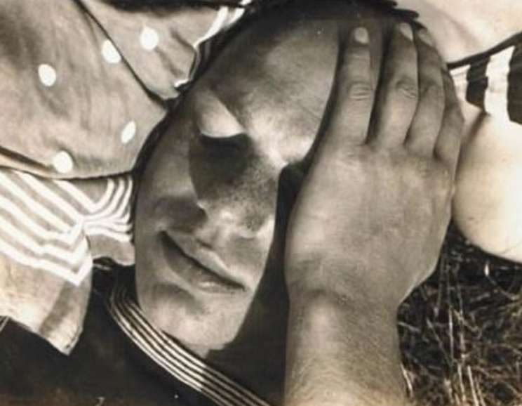 Ringl + Pit - Cropped portrait of Ellen & Walter Auerbach. Photo taken by Grete Stern