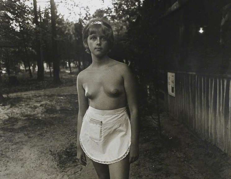 Diane Arbus - A Woman with Pearl Necklace and Earrings, N.Y.C.