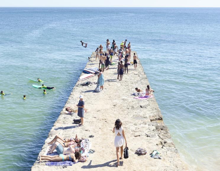 Massimo Vitali - Carcavelos Pier, Portugal ,D0017