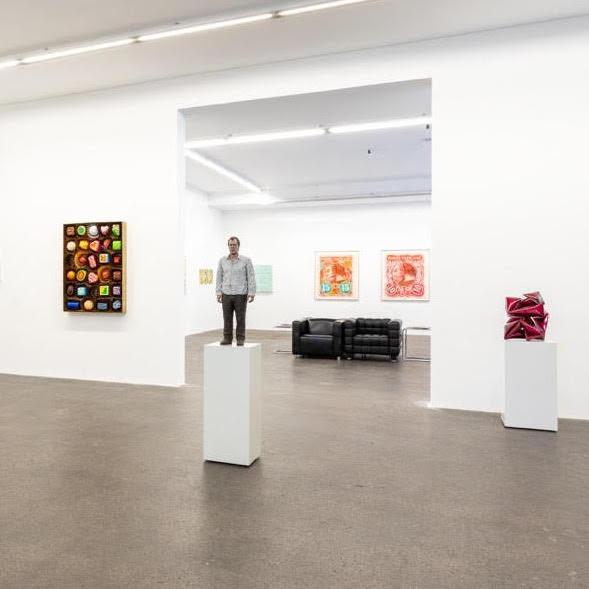 Standing Man, 2011, Bronze, oil paint, Edition 4/5 at Galerie von Braunbehrens