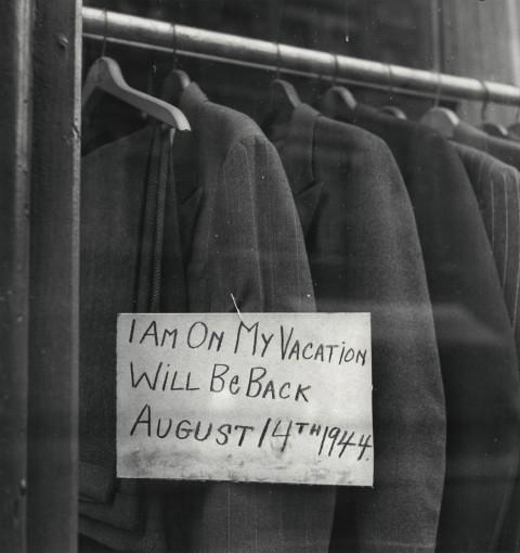 <p><em>I Am On My Vacation,</em> New York, 1944</p><p>&#169;&#160;The Irving Penn Foundation&#160;</p>