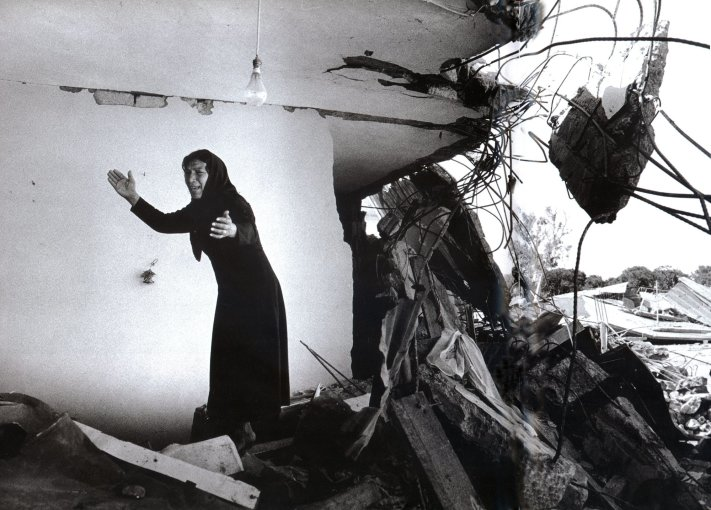 <em>A Palestinian Woman Returning to the Ruins of her House, Sabra, Beirut</em>, 1982