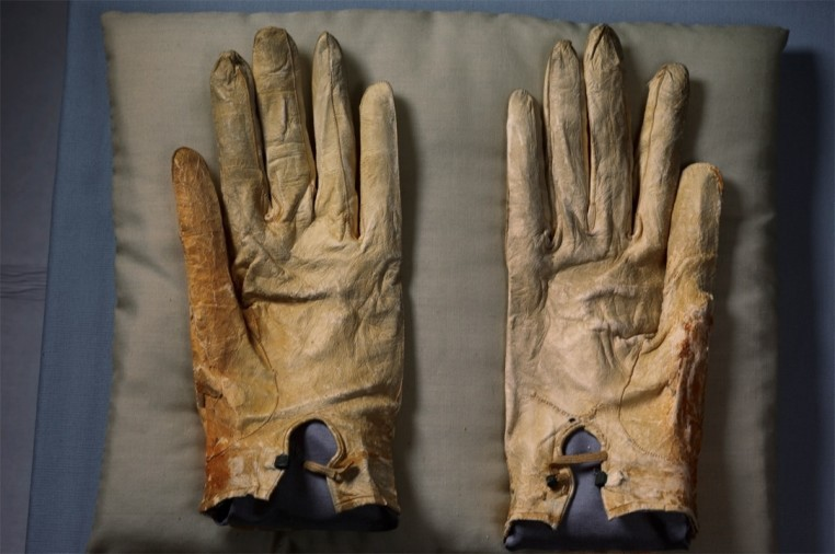 "<span class=""title"">Abraham Lincoln's Gloves, Abraham Lincoln Presidential Library and Museum<span class=""title_comma"">, </span></span><span class=""year"">2011</span>"