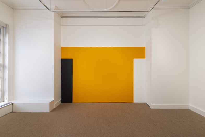Installation view of Günther Förg's wall painting, Luxembourg & Dayan, London, 2019 (first exhibited at Lia Rumma Gallery, Naples in 1987). © Estate Günther Förg, Suisse / DACS 2019