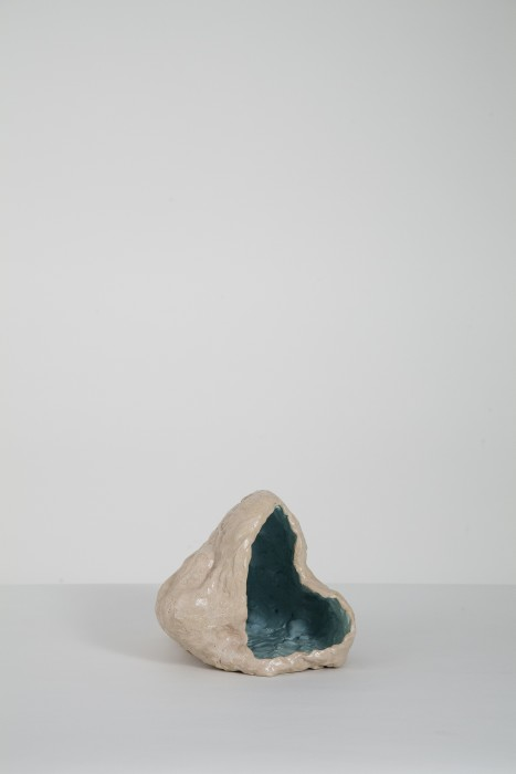 O berro da concha, 2017 cerâmica esmaltada 22 x 25 x 30 cm