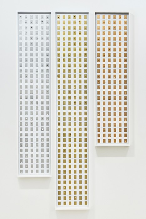 Marco Maggi Podium, 2017 cortes e dobras em folhas de papel de 35 mm em molduras de slides 3 paineis: 180 x 30 cm / 150 x 30 cm / 120 x 30 cm