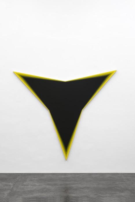 Philippe Decrauzat Black Should Bleed to Edge (Yellow), 2012 tinta acrílica sobre tela 191 x 220 x 3,5 cm