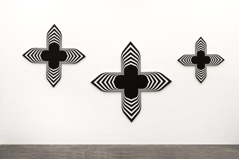 Philippe Decrauzat Black Paintings (triptych) 2019 tinta acrílica sobre tela 198 x 198 cm, 155 x 155 cm e 113...