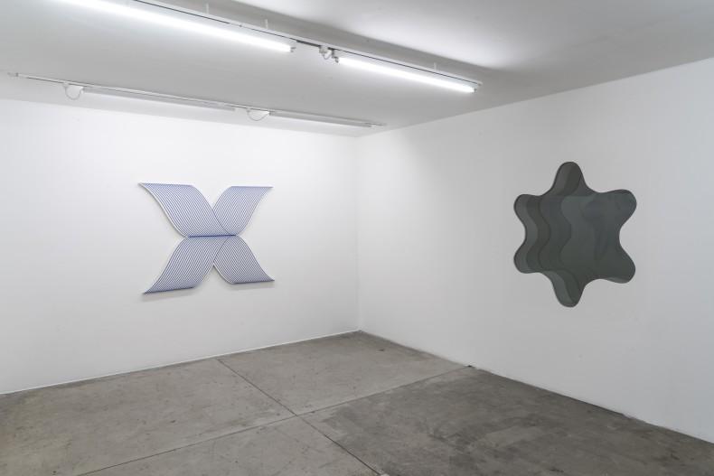 philippe decrauzat: circulation -- vista da exposição -- galeria nara roesler | são paulo, 2019 -- foto © Erika Mayumi...