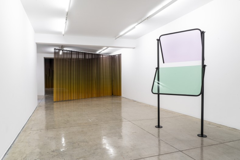 Lucia Koch, Tumulto, turbilhão, Galeria Nara Roesler | São Paulo, 2019. Foto © Erika Mayumi - cortesia da artista e...