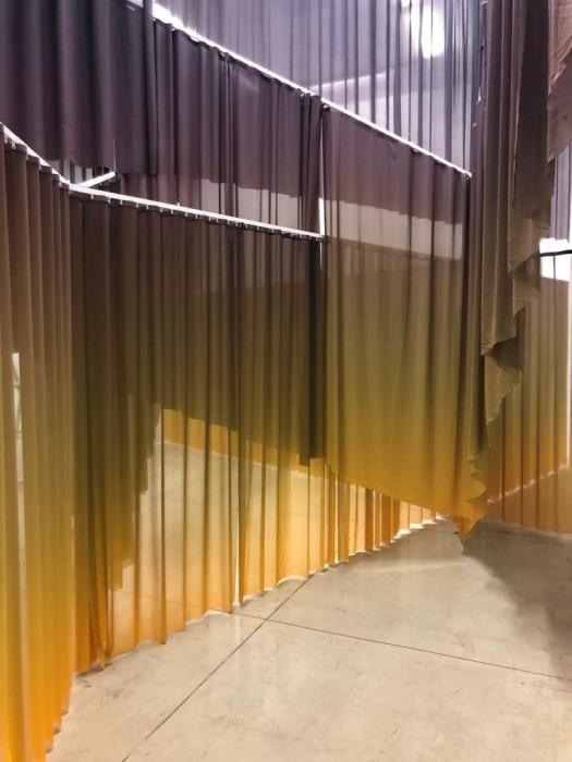 Lucia Koch Tumulto, 2019 impressão sobre tecido dimensões variáveis